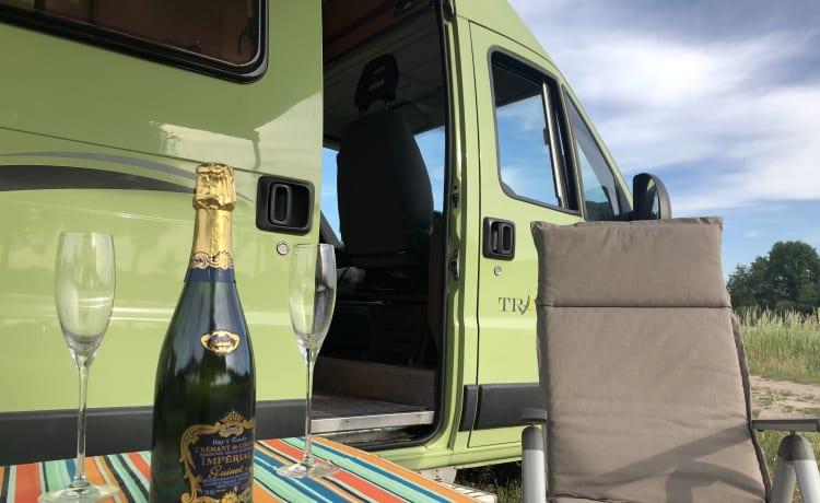 """Groene Gerrit – Beautiful complete bus camper """"Groene Gerrit"""""""