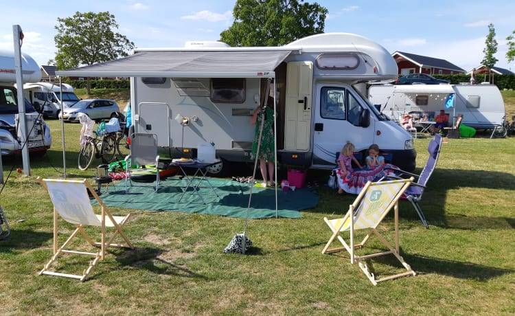 Hymer – Hymer compact 6m family camper (coronaproof!), | 5p | alcove + bunk bed