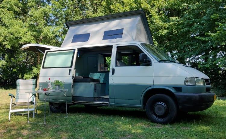 Stoere T4 – Robusta camper Volkswagen T4 con tetto sollevabile laterale