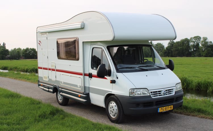 Camper 6 - 5 person camper with powerful engine