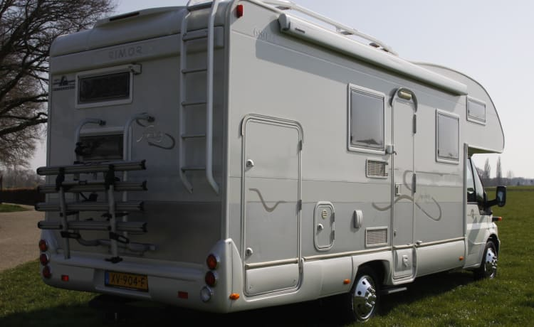 Spacious family camper Rimor NG8