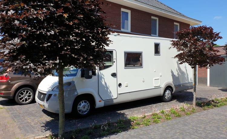 Aventura! – Ruime moderne camper voor familie of (sport)events XL