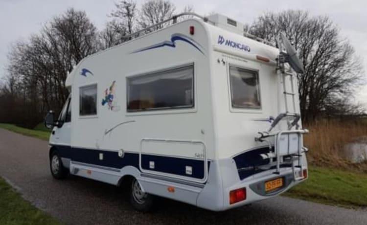 Fijne compacte camper 5.9 mtr voor leuke tochten en vakanties
