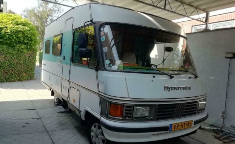 Camper Hymer in suggestivo stile vintage con pannello solare