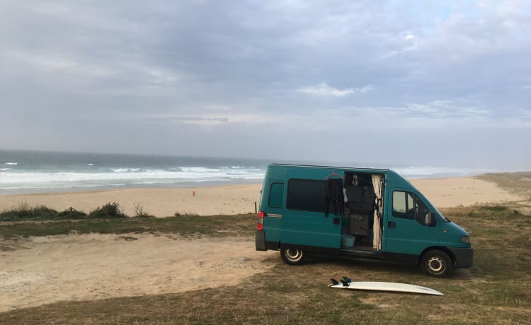 compact surf bus / camper bus looking for new adventures