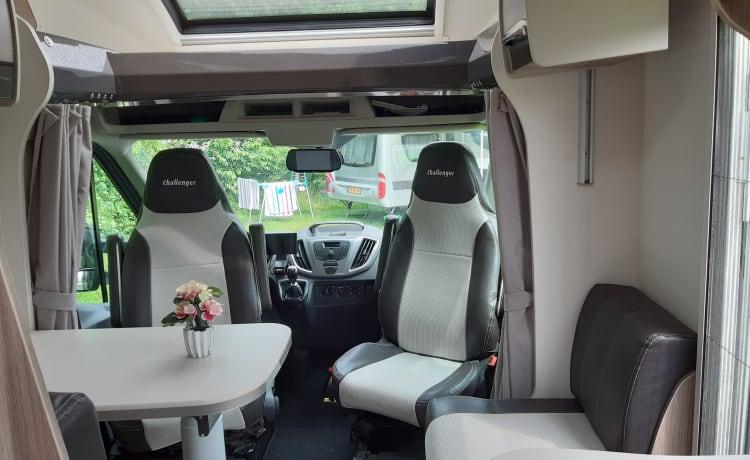 Challenger – Mooi Comfortabele Camper 170 pk (2-4 persoons)