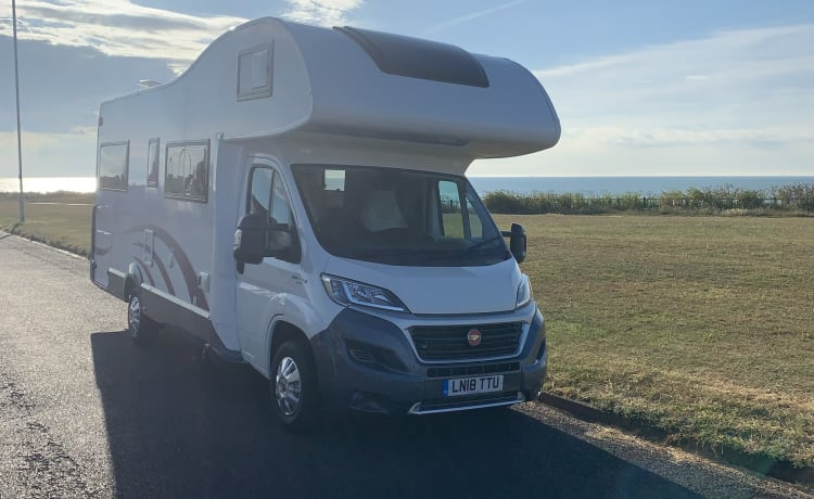 Explorer – Luxury 5 berth motorhome
