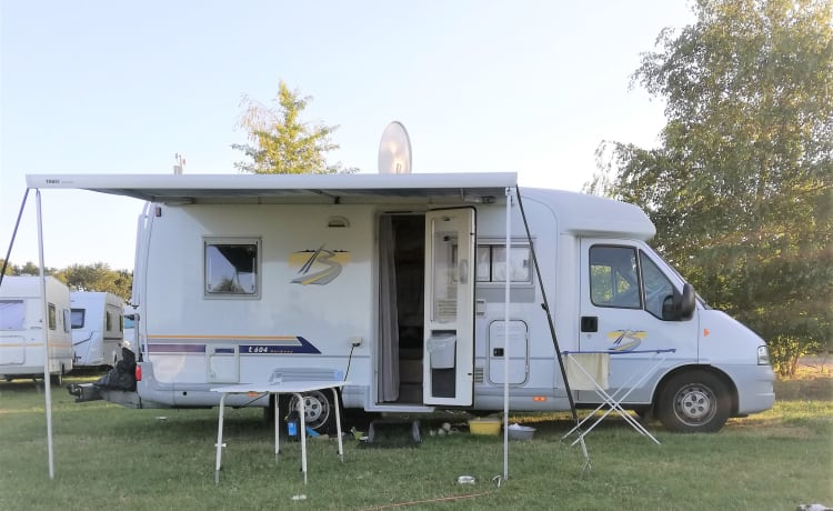 Carefree holidays with this semi-integrated camper
