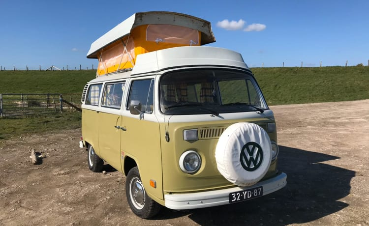 Volkswagen T2 with lifting roof