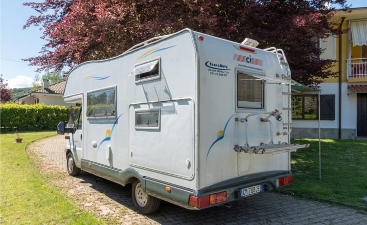 Turin Attic Camper 2.3 TD. Suitable for group or family travel