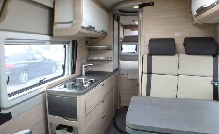For rent new luxury 2 person bus camper diesel automatic