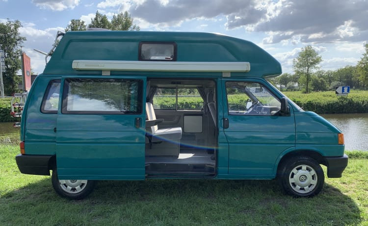 Harrie – Pack up and get out with Harrie! Fully equipped adventure camper!
