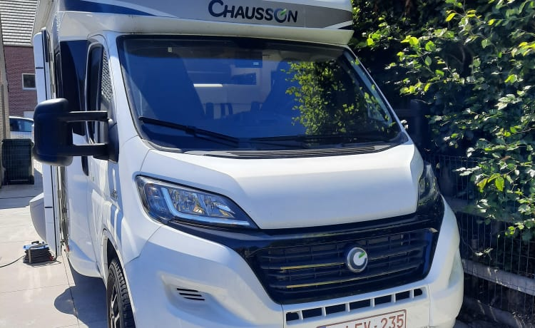Best of welcome 727GA, luxurious motorhome for up to 5 people