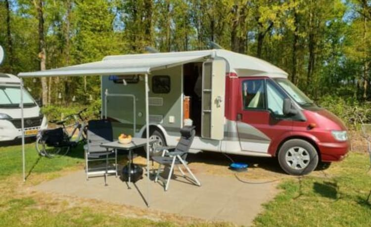 Compact camper with the possibility for a 3rd sleeping place