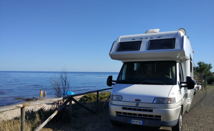 A holiday in Sardinia aboard a practical and spacious camper