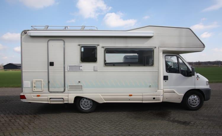 Riviera family camper – Ruime 7 persoons familiecamper (stapelbed) met de sterke Fiat 2.8 TDI motor