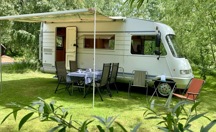 6-person Hymer B544 for a carefree camper holiday!