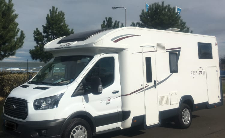 Love2roam - Adventure – 2-5 berth, free WiFi & insurance