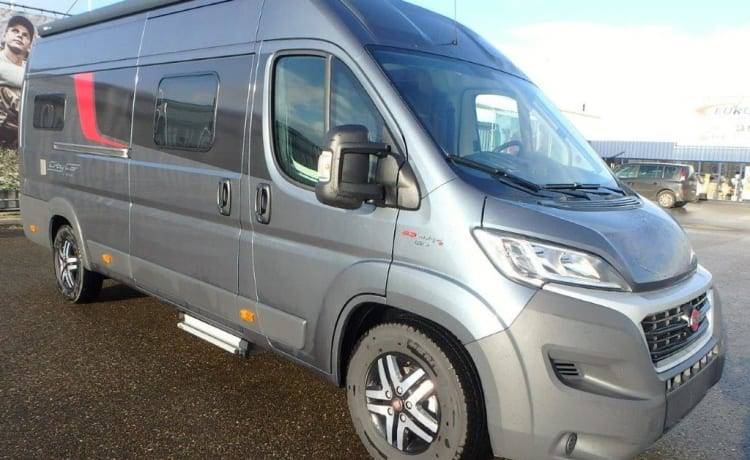 Beautiful luxury new bus camper with super long bed / Bustner city car C640