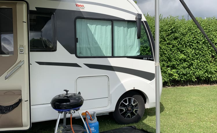 Very complete and luxurious family camper