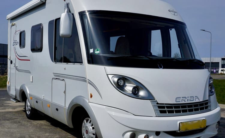 Beautiful complete and compact Hymer camper for a fantastic holiday!