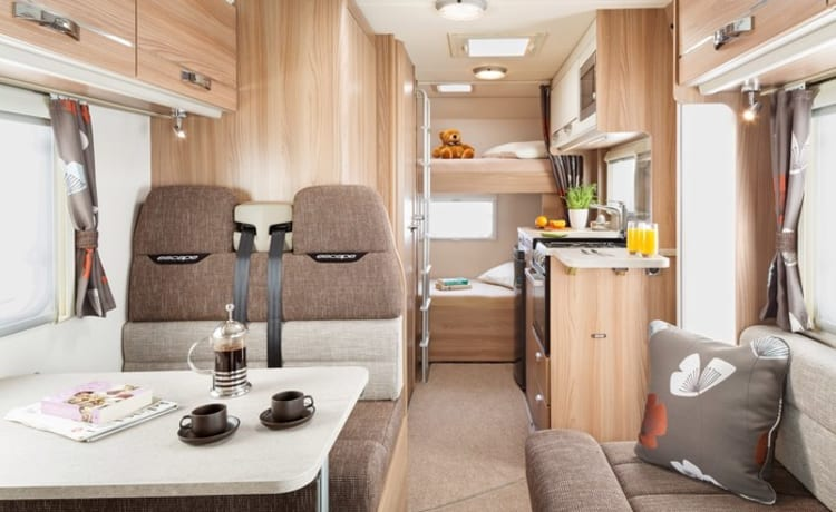 SWIFT ESCAPE 696 LUXURY FAMILY 6 BIRTH MOTORHOME (FULLY INSURED)