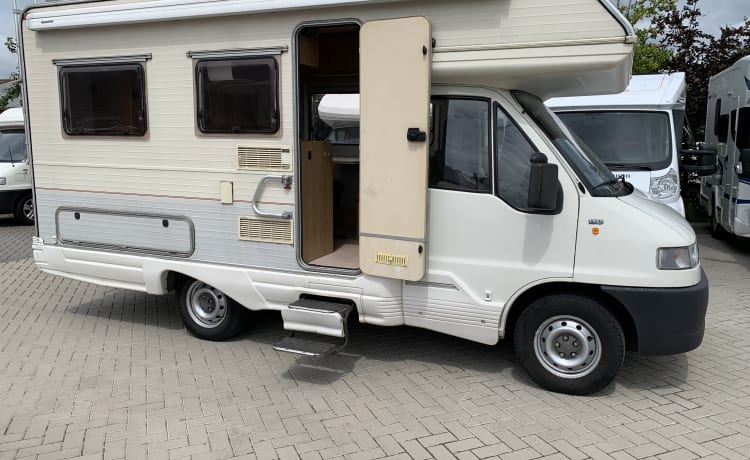 For the Netherlands holiday. Retro camper! 4 seats / sleeping places, corona proof!