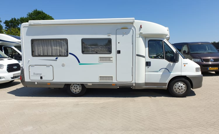Hymer T594, 3 sleeping 3 seats,