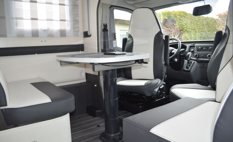 Klaver4mobiel – Fully equipped new family camper on automatic 170HP