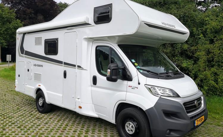 Cara  – Nice spacious alcove camper