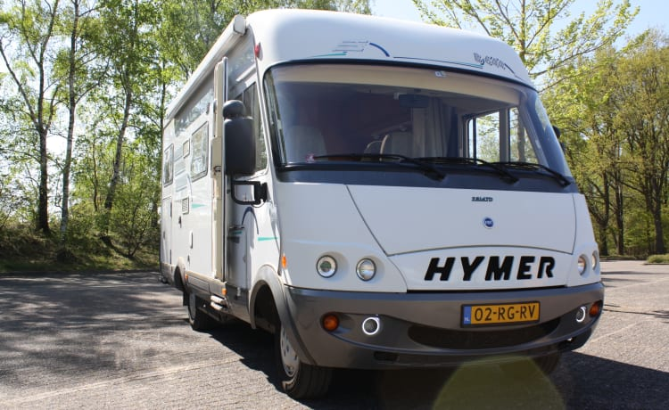 Spacious family camper with bicycle rack and plenty of storage space (4-6 people)