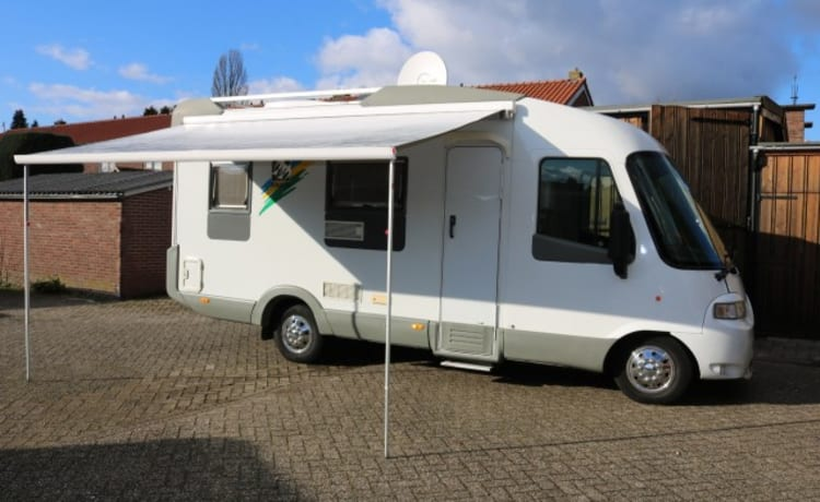 Fine and well-kept Knaus camper max 4 people for rent.