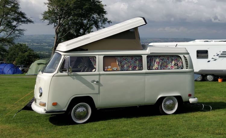 Edith – 1971 VW bay window camper van (LHD)