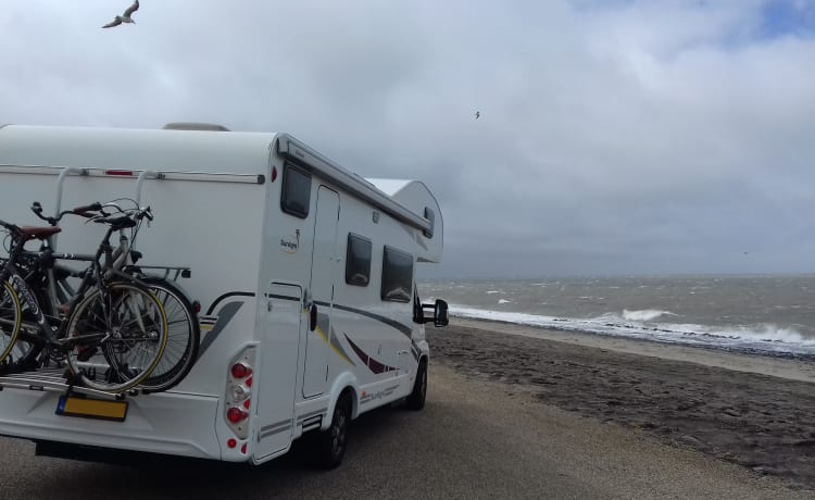 Luxury family camper with plenty of seating and sleeping space Sunlight A72