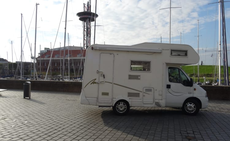 Come and enjoy our wonderful 4-person Fiat Ducato alcove camper