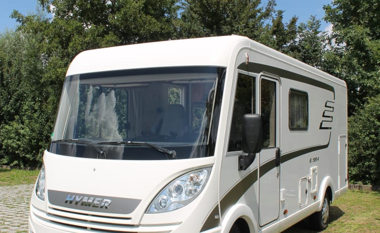 Four person Hymer Integrated. Your vacation starts now!