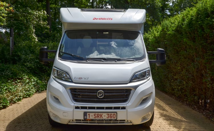Ideale 2 persoonsmotorhome (max 3) met aut. liftbed . Lengte 7 M