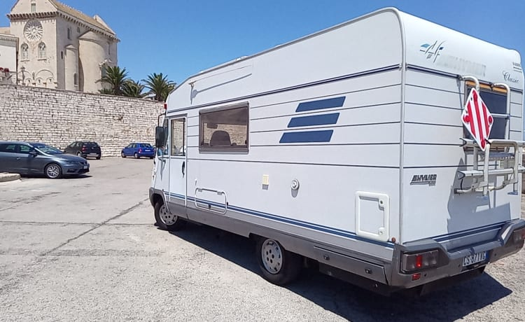 Hymer 544 Motorhome for rent