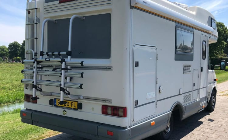 Very neat, reliable, well-maintained 6-person family camper