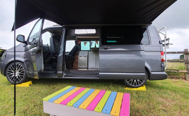 VW camper, volledig ingericht, 4 slaapplaatsen, inclusief beddengoed en accessoires