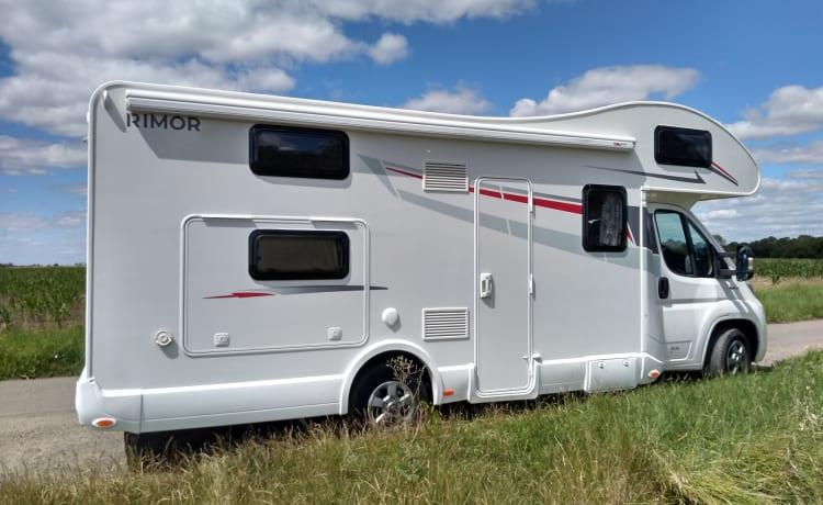 Wild Thyme – Mooie 6/8 persoons camper voor familie / vrienden