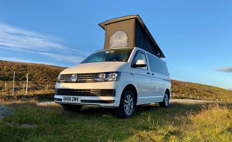 Noleggia un camper VW T6 di alta qualità nel cuore delle Highlands scozzesi