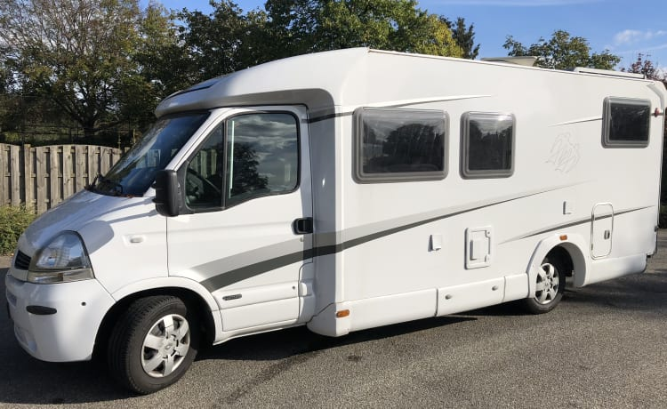 Fully equipped 2 person camper Knaus 650 MD, km free.