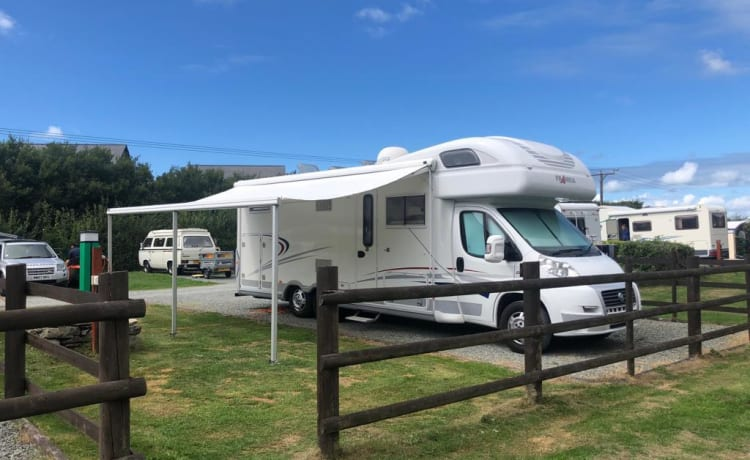 "Franky – Frankia Six Berth Luxury Class Motorhome ""Franky"" (C1 License required)"