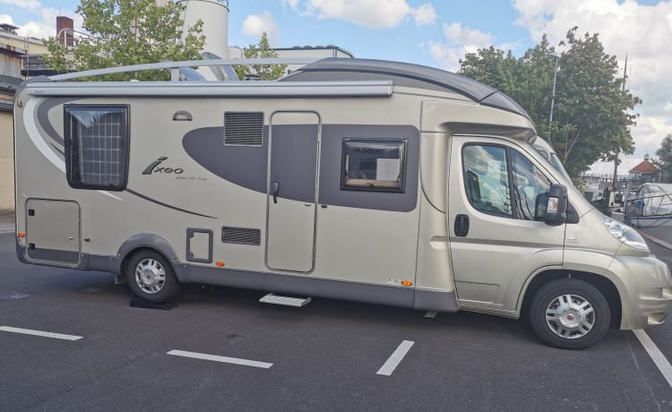 Safe on holiday with a luxuriously equipped Bürstner motorhome with Queen bed.