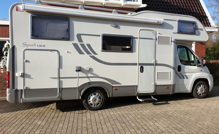 Voor avontuurlijk ingestelde gezinnen – Luxury family camper Adria Sport A660 DP for 4, 5 or 6 people