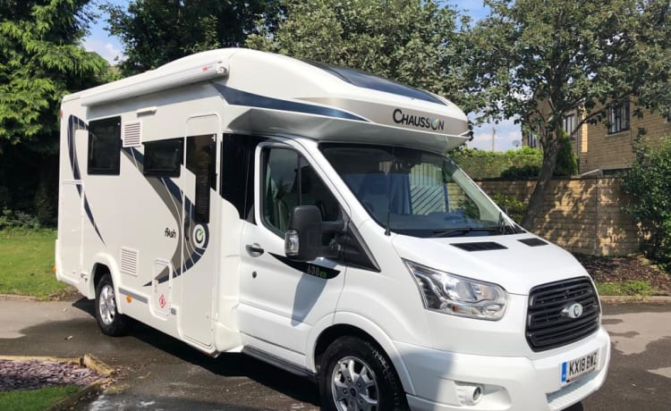 Luxury fixed double bed 3 Birth Low Profile Motorhome , as new