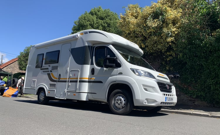 London – 4-persoons Adria Sun living camper. Londen