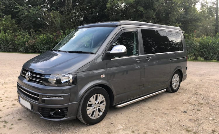 VW T5.1 Modern Luxurious Campervan - 4 posti letto