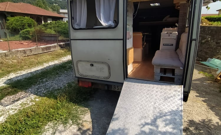 Lake Maggiore (and more ....) with a Vintage Motorhome